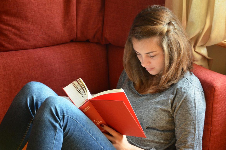 Beneficiile lecturii pentru adolescenti