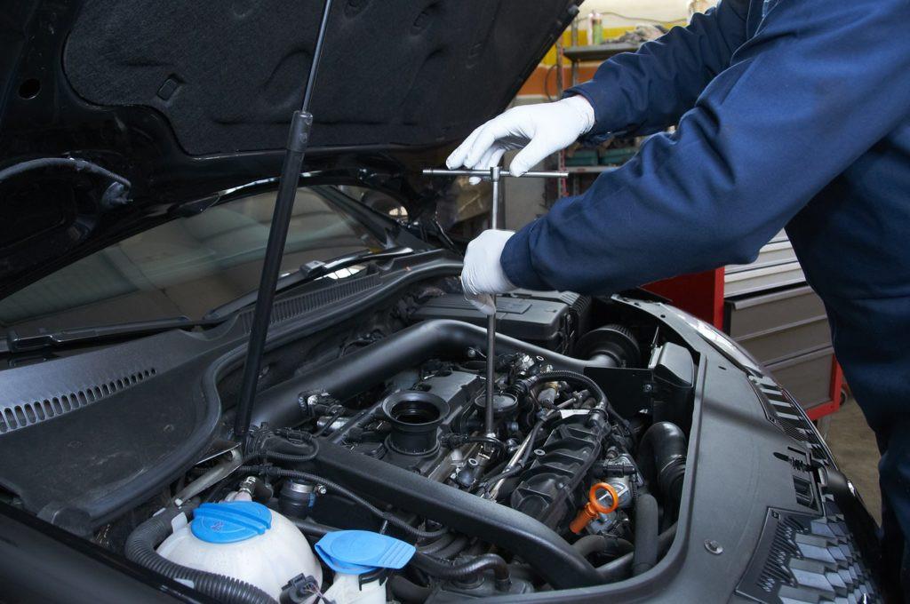 Intretinerea corecta a masinii – uleiul pentru motor